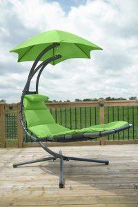 transat suspendu vert avec pare-soleil