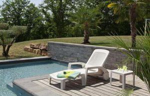 Bain de soleil piscine en plastique blanc avec des roulettes